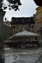 Leere Plätze - Starkregen und Gewitter in Pula
